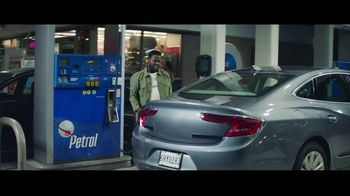 Chase Freedom Unlimited Card TV Spot, 'You're Always Earning at the Gas Station' Featuring Kevin Hart - Thumbnail 5
