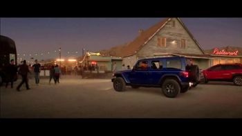 Summer of Jeep TV Spot, 'Ride Swap' Featuring Jeremy Renner [T2] - Thumbnail 7