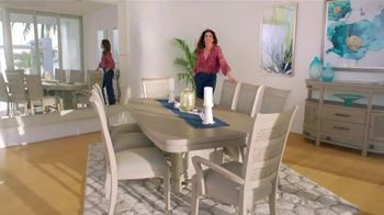 Rooms to Go Cindy Crawford Home TV Spot, 'Your Lifestyle' Song by Clean Bandit - Thumbnail 5