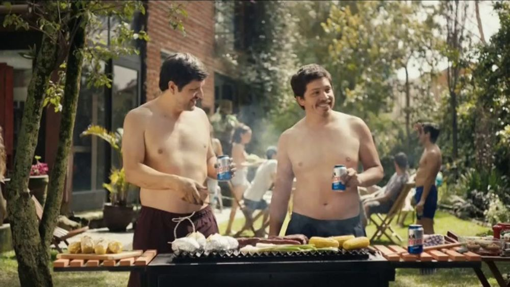 Tecate Light TV Commercial, 'Abdominales' canci??n de A Band of Bitche