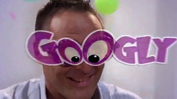 Googly Eyes TV Spot, 'The Family Game of Wacky Vision' - Thumbnail 2