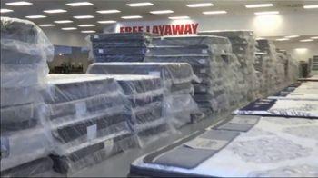 American Freight Mattress Blowout TV Spot, 'Deluxe Foam Mattress Sets and Cooling Gel Top Mattress' - Thumbnail 1
