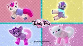 Twisty Petz Cuddlez TV Spot, 'Fuzzy Fashion' - Thumbnail 5
