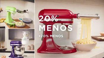 Macy's TV Spot, 'Los precios más bajos de la temporada: ropa y mezcladoras' [Spanish] - Thumbnail 3