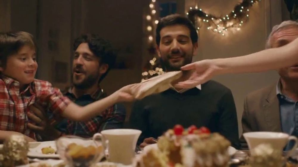 Glade Icy Evergreen Forest TV Commercial, 'Holiday Spirit'