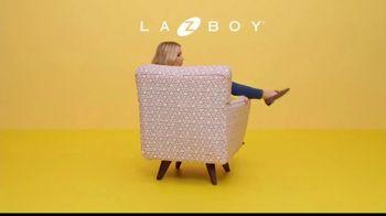 La-Z-Boy Columbus Day Sale TV Spot, 'Swivel' Featuring Kristen Bell - Thumbnail 3