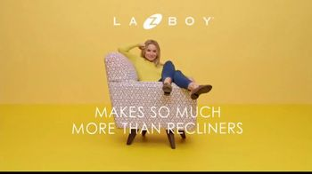 La-Z-Boy Columbus Day Sale TV Spot, 'Swivel' Featuring Kristen Bell - Thumbnail 4