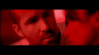 Giorgio Armani Code TV Spot, 'Darkroom' Featuring Ryan Reynolds, Song by The Dead Weather - Thumbnail 5