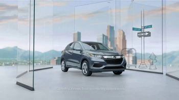 2019 Honda HR-V LX TV Spot, 'City Living & Outdoor Adventure' [T1] - Thumbnail 2