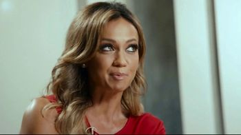 Hotwire TV Spot, 'More for Less' Featuring Kate Abdo, Stuart Holden - Thumbnail 7