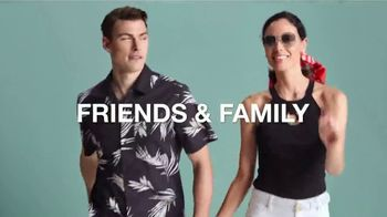 Macy's Friends & Family Sale TV Spot, 'Great Gifts for Dad and Beauty' - Thumbnail 2