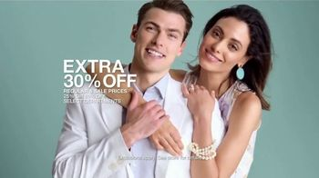 Macy's Friends & Family Sale TV Spot, 'Great Gifts for Dad and Beauty' - Thumbnail 6