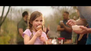 H-E-B Creamy Creations Ice Cream TV Spot, 'Backyard Party' - Thumbnail 10