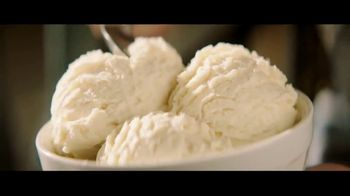H-E-B Creamy Creations Ice Cream TV Spot, 'Backyard Party' - Thumbnail 6