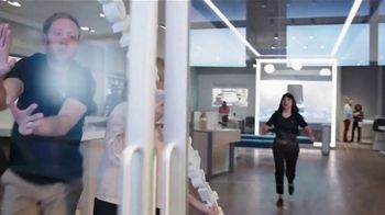 XFINITY Mobile TV Spot, 'A Little Bird Told Me: Internet and Mobile: $29.99' Feat. Amy Poehler - Thumbnail 4