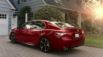 2019 Toyota Camry TV Spot, 'Morning Rush' Song by Grandtheft & Keys N Krates [T1] - Thumbnail 7