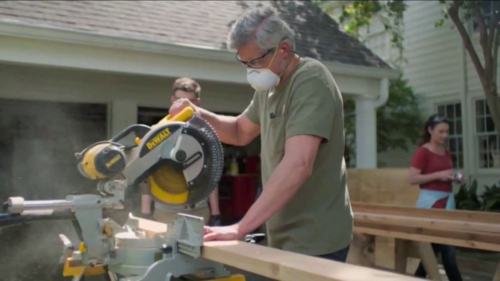 Lowe's Father's Day Sale TV Commercial, 'Dad Knows Best'