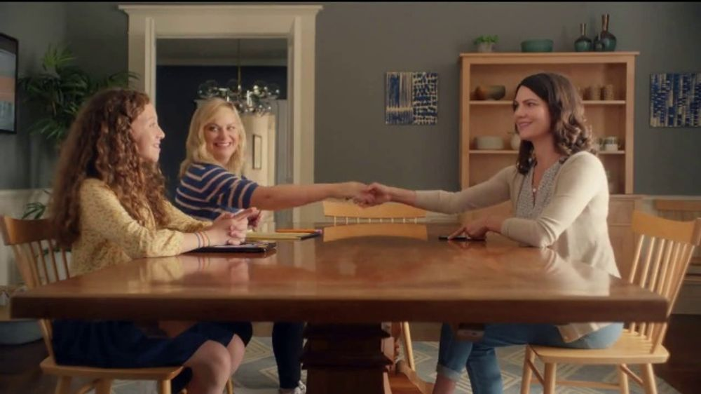 XFINITY xFi TV Commercial, 'Online Time Offer' Featuring Amy Poehler - Video