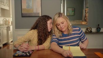 XFINITY xFi TV Spot, 'Online Time Offer' Featuring Amy Poehler - Thumbnail 3