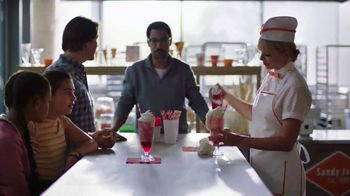 Capital One Savor Card TV Spot, 'Four Percent with Friends Pre-Order' Featuring Taylor Swift - Thumbnail 6