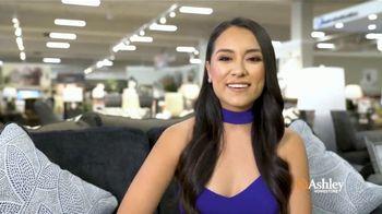 Ashley HomeStore Venta de Familia y Amigos TV Spot, 'Grandes descuentos: sofá Altari' [Spanish] - Thumbnail 7