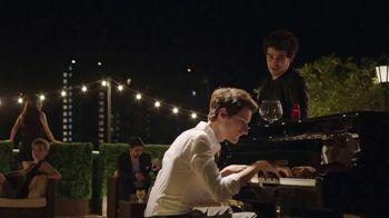 Old Spice Swagger TV Spot, 'Trabajando hasta tarde' con Alberto Rosende [Spanish] - Thumbnail 8