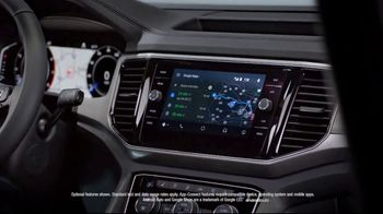 2019 Volkswagen Tiguan TV Spot, 'A Lot to Smile About: Standard Features' Song by NVDES [T2] - Thumbnail 4