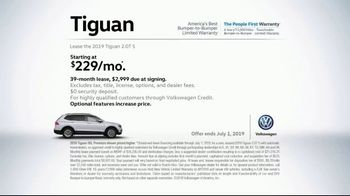 2019 Volkswagen Tiguan TV Spot, 'A Lot to Smile About: Standard Features' Song by NVDES [T2] - Thumbnail 7