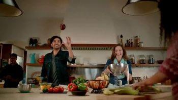 Walmart  Grocery App TV Spot, 'Add More Sizzle to Your Summer' Song by Bomba Estéreo - Thumbnail 7