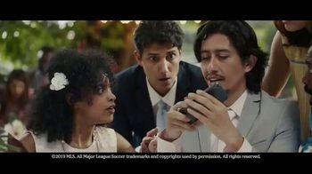 Heineken TV Spot, 'Unmissable: Wedding' Song by Aerosmith - Thumbnail 3