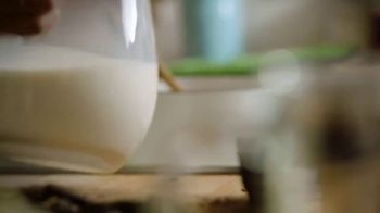 Milk Life TV Spot, 'Cooking Channel: Homemade Hot Chocolate' Featuring Molly Yeh - Thumbnail 6