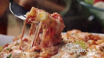 Olive Garden $5 Take Home Entrees TV Spot, 'Qué tal dos' [Spanish] - Thumbnail 2