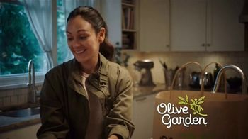 Olive Garden $5 Take Home Entrees TV Spot, 'Qué tal dos' [Spanish] - Thumbnail 5