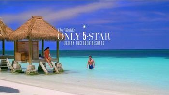 Sandals Resorts TV Spot, 'How We Earn Our Stars Everyday, Exceeding Expectations' - Thumbnail 9