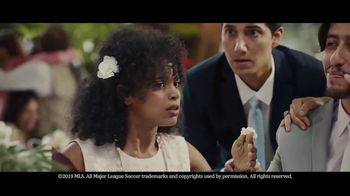 Heineken TV Spot, 'No te lo pierdas: boda' canción de Aerosmith [Spanish] - Thumbnail 7