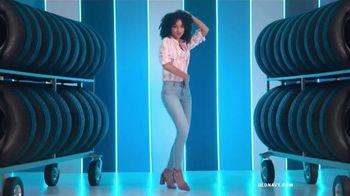 Old Navy Denim Try-On-A-Thon TV Spot, 'Entona tu look de verano: jeans' canción de Kaskade [Spanish] - Thumbnail 2