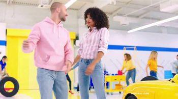 Old Navy Denim Try-On-A-Thon TV Spot, 'Entona tu look de verano: jeans' canción de Kaskade [Spanish] - Thumbnail 9