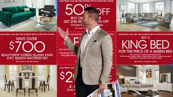 Rooms to Go Labor Day Sale TV Spot, 'Newspaper Coupons' Featuring Jesse Palmer - Thumbnail 5