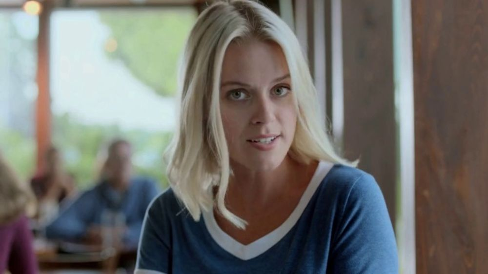 Hooters TV Commercial, 'Adulting: Hero with Offer'