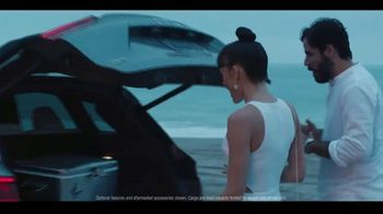 Infiniti  + Summer Sales Event TV Spot, 'Summer Nights' Song by Moonlight Breakfast [T2] - Thumbnail 6