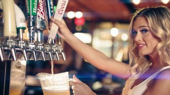 Hooters TV Spot, 'Confessions: Couple' - Thumbnail 4