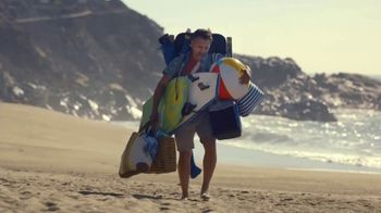 2019 Land Rover Discovery TV Spot, 'Intelligent Seat Fold: Beach' [T2] - Thumbnail 1