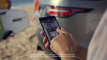 2019 Land Rover Discovery TV Spot, 'Intelligent Seat Fold: Beach' [T2] - Thumbnail 4