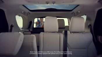 2019 Land Rover Discovery TV Spot, 'Intelligent Seat Fold: Beach' [T2] - Thumbnail 5