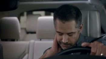 2019 Land Rover Discovery TV Spot, 'Optional Seat Fold: Hiding' [T2] - Thumbnail 4