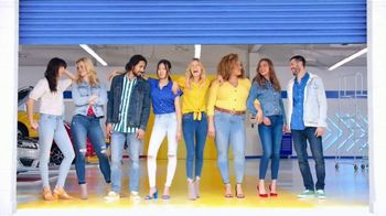 Old Navy Jeans TV Spot, 'Entona tu look de verano' canción de Kaskade [Spanish] - Thumbnail 10