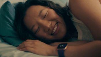 Fitbit Versa 2 TV Spot, 'Alexa & Sleep Score' - Thumbnail 2