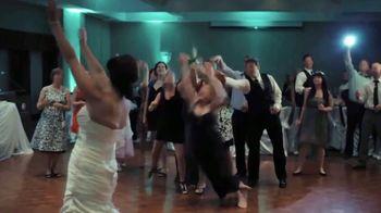 Buffalo Wild Wings TV Spot, 'Weddings: Wing It' Song by Sam Spence - Thumbnail 2
