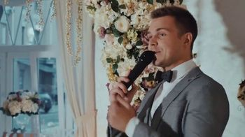 Buffalo Wild Wings TV Spot, 'Weddings: Wing It' Song by Sam Spence - Thumbnail 5