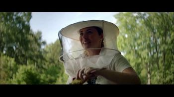 Invesco TV Spot, 'Leigh-Kathryn: Bee Downtown' - Thumbnail 9